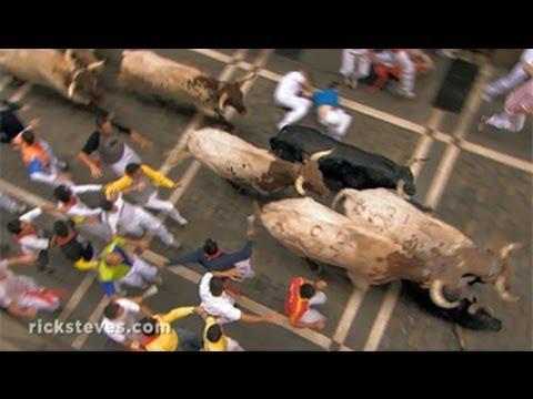 「西班牙小鎮潘普羅納:奔牛節」- Pamplona, Spain: Running of the Bulls