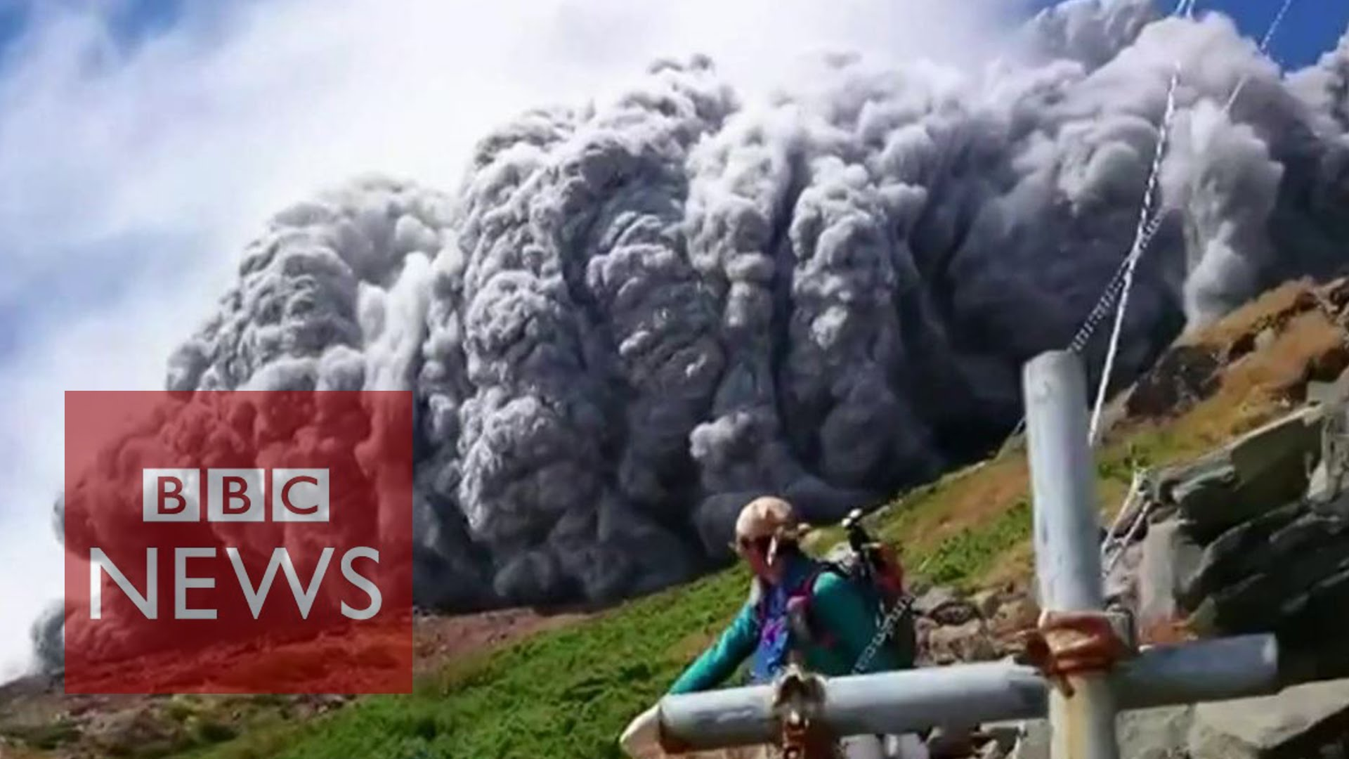 「日本火山爆發──生死瞬間」- Japan Volcano Shoots Rock & Ash on Mount Ontake