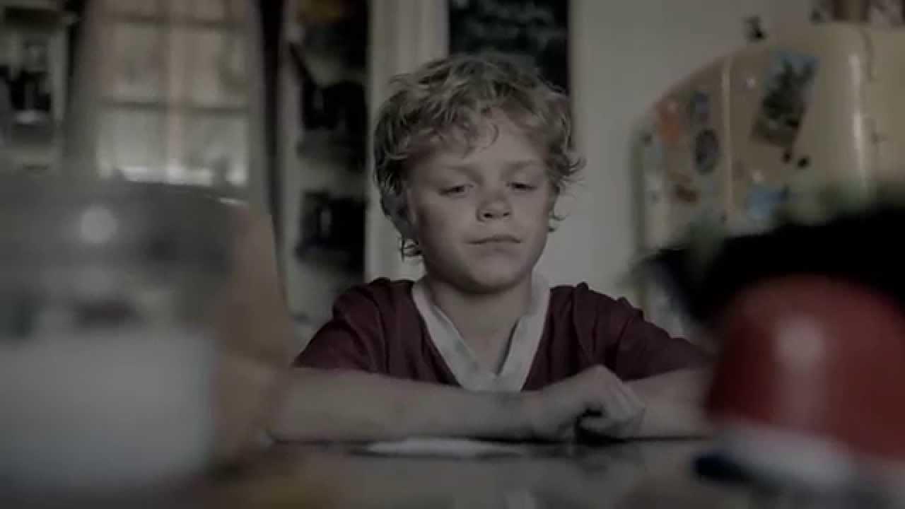 小男孩在筆記本裡記錄... 媽媽看了好鼻酸!