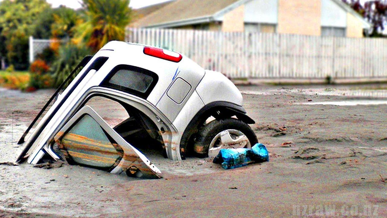 「兩分鐘動畫帶你了解『土壤液化』」- What Happened to This Car?