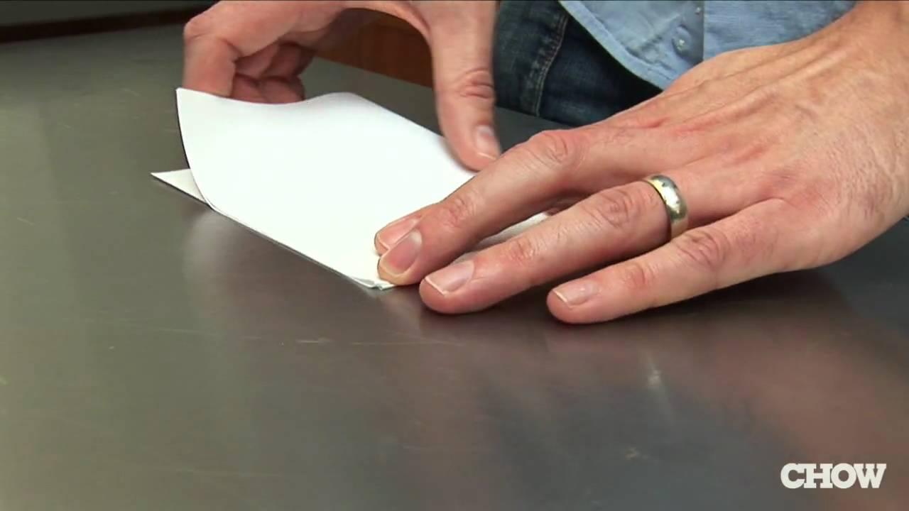 「生活智慧王:打開瓶蓋,你只需要...一張紙!」- How to Open a Beer with Paper