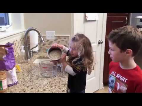 「此『杯』非彼『杯』!小妹妹照食譜做但誤會卻大啦~」- Little Girl's Cooking Confusion