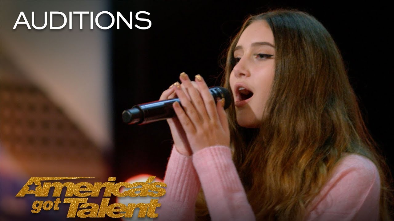 「《美國達人秀》:15 歲女孩一開口,評審都驚呆了!」- Makayla Phillips: 15-Year-Old Receives Golden Buzzer for